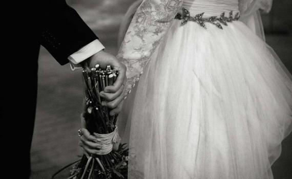 novios-boda-cogidos-manos